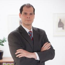 Rechtsanwalt Axel Hinz im Angestelltenverhältnis